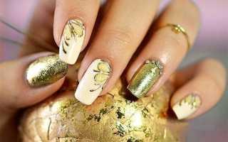 Дизайн ногтей голубой с золотом