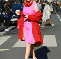 В розовом платье
