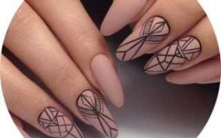 Дизайн ногтей бежевый с золотом