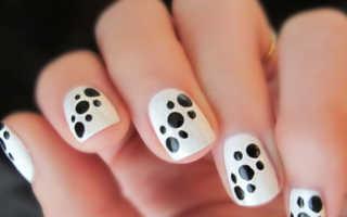 Черно белый маникюр на коротких ногтях