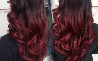 Каштановые волосы с красными прядями